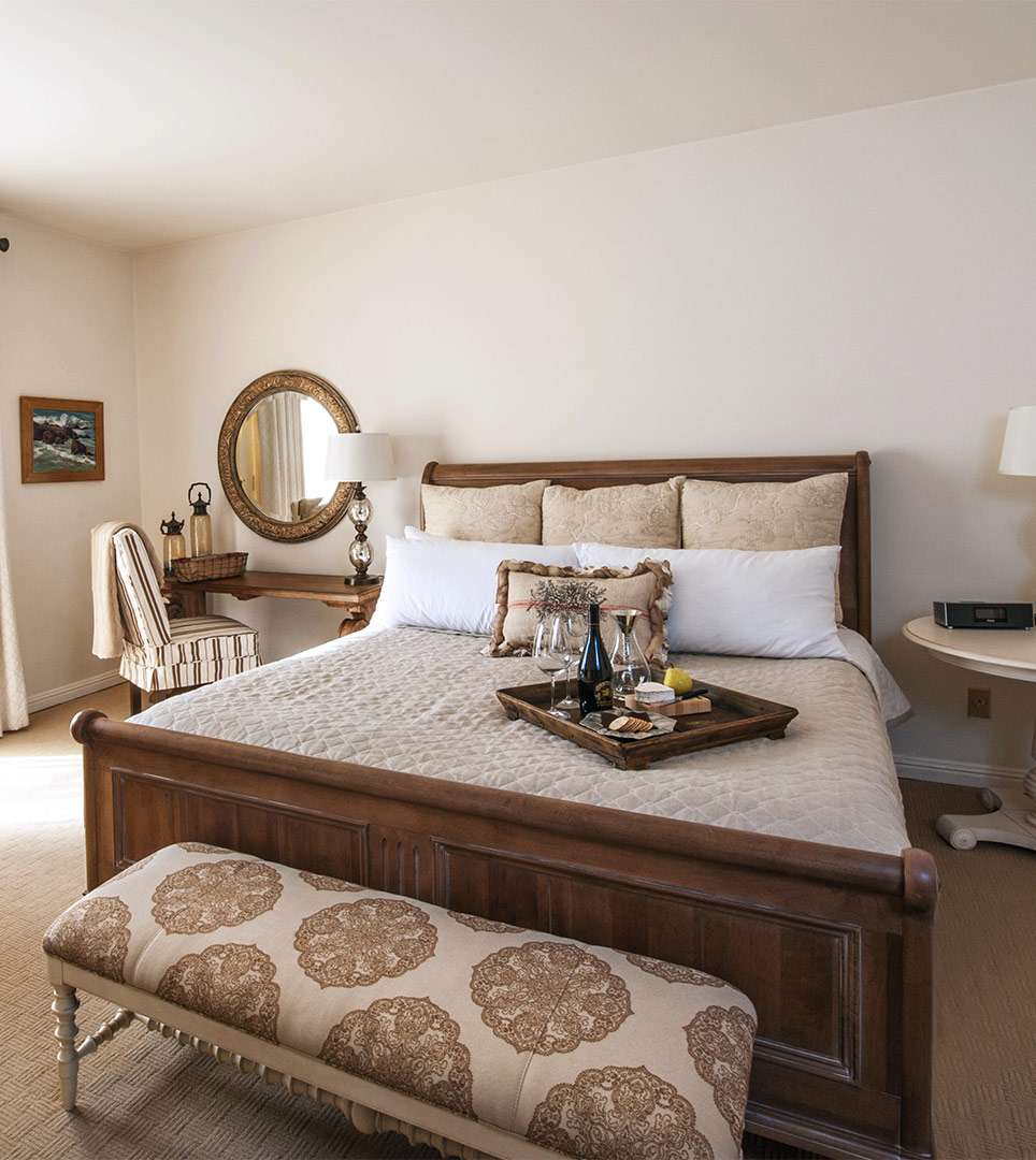 TREAT YOURSELF TO A LUXURY SUITE AT SEAL COVE INN