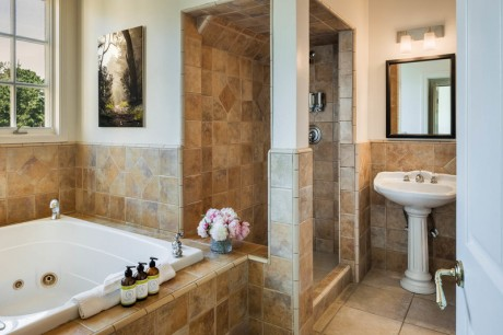 Welcome To Seal Cove Inn - Master Suite - Private Bathroom