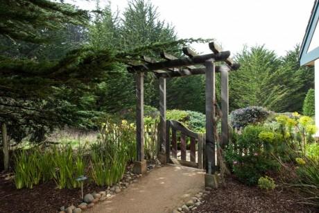Welcome To Seal Cove Inn - Garden